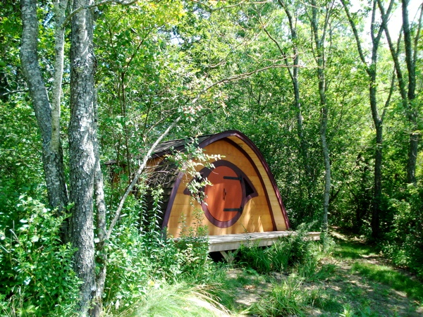 Hobbit-Holes-for-Work-or-Play-11