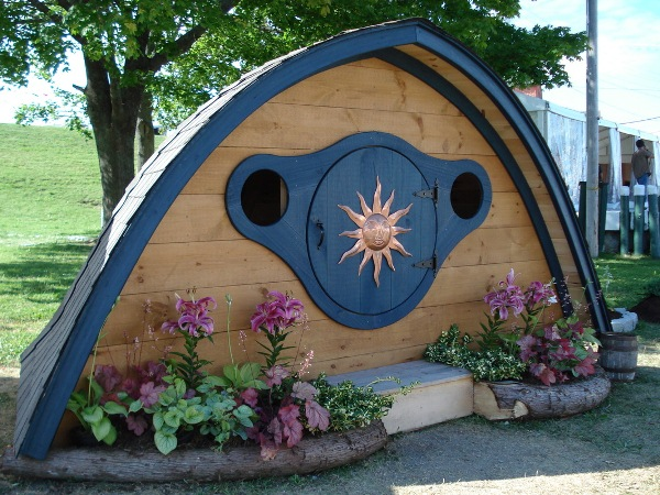 Hobbit-Holes-for-Work-or-Play-13
