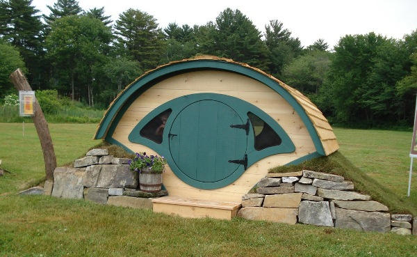 Hobbit-Holes-for-Work-or-Play-2