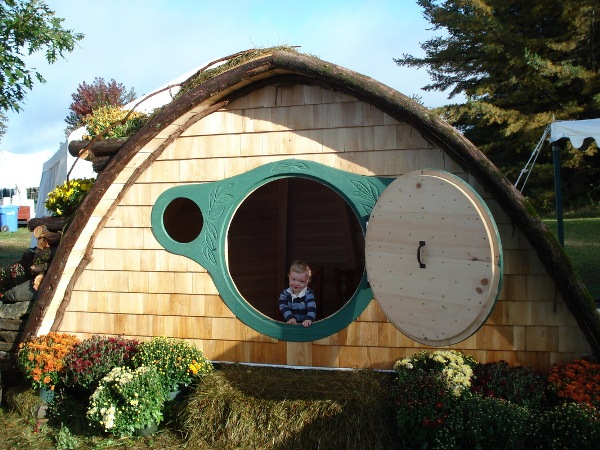 Hobbit-Holes-for-Work-or-Play-23
