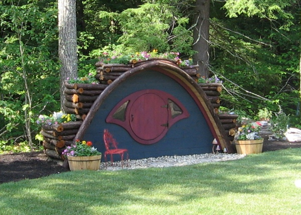 Hobbit-Holes-for-Work-or-Play-28
