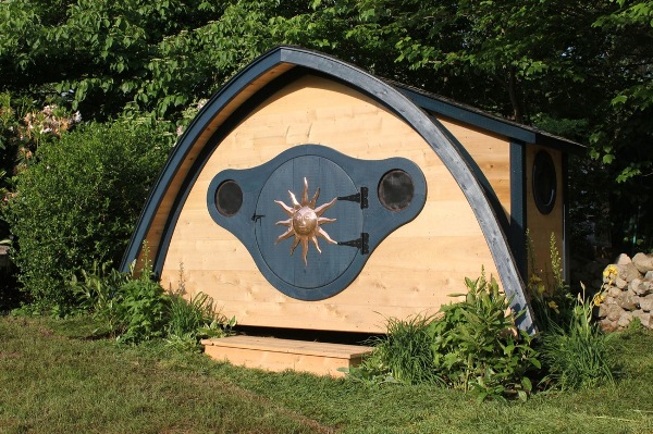Hobbit-Holes-for-Work-or-Play-3