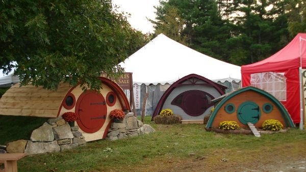 Hobbit-Holes-for-Work-or-Play-6
