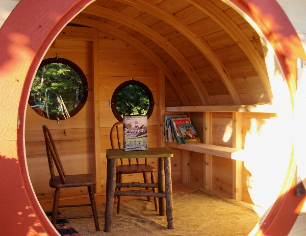 Hobbit-Holes-for-Work-or-Play-7