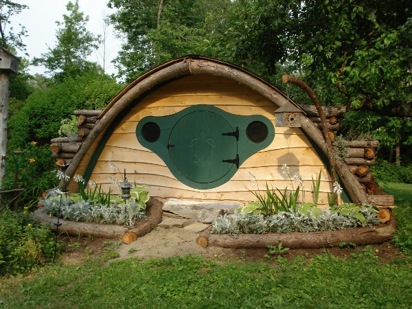 Hobbit-Holes-for-Work-or-Play-9