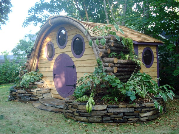 Hobbit holes for work or play home design garden for Hobbit house furniture