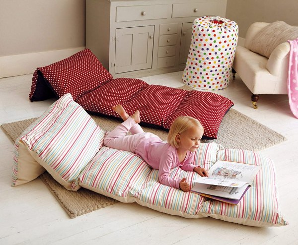 Cozy bed in a bag for your kids home design garden architecture blog - Coussins de sol ikea ...