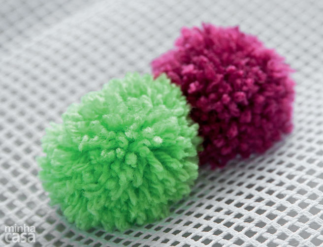carpet-of-pompoms-6