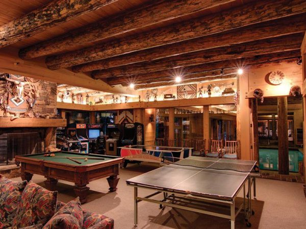 the-game-room-is-perfect-for-inviting-friends-over