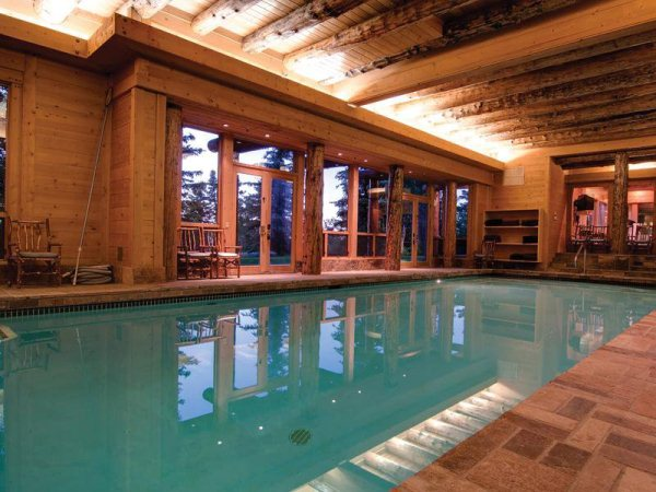 you-can-go-swimming-year-round-in-this-house