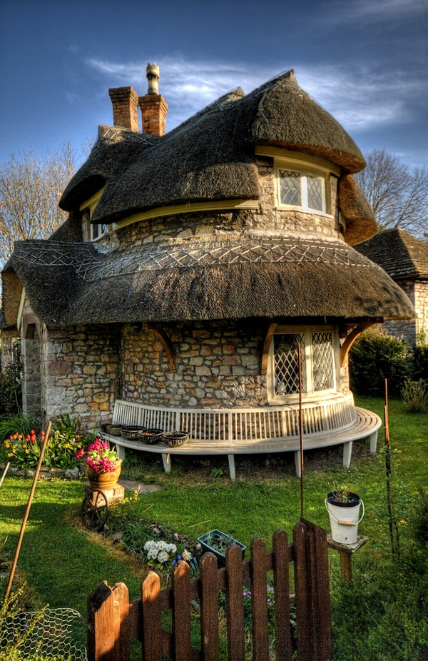 Most beautiful storybook cottage homes smiuchin for Beautiful cottages pictures