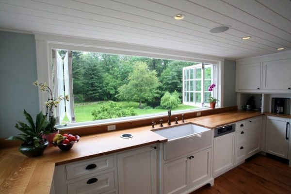 Large kitchen window smiuchin for Kitchen designs with two windows