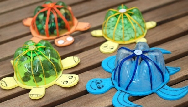 Recycled plastic bottles into lovely turtles home design for Recycling ideas for kids