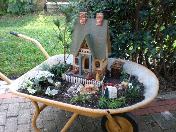 wheelbarrow-miniature-garden-10