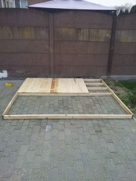 Pallets-playhouse-3