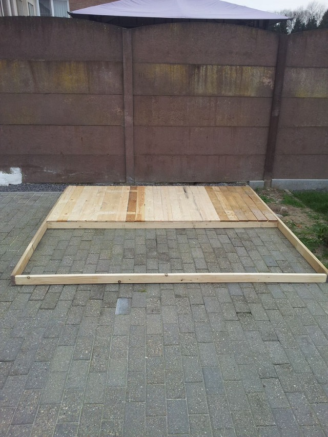 Pallets-playhouse-4