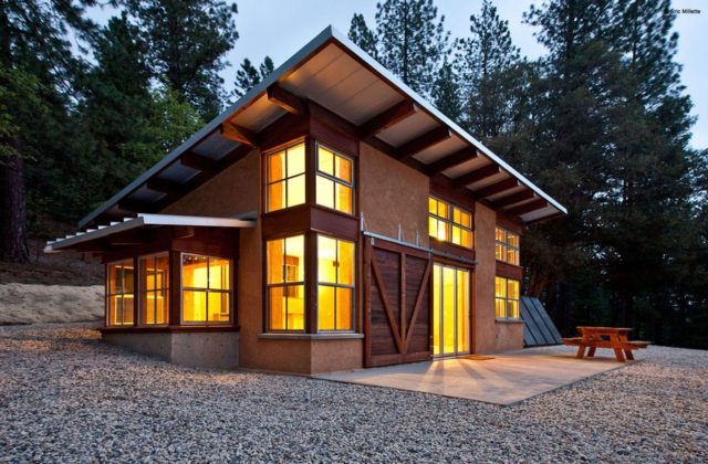 off-the-grid-strawbale-cabin-1