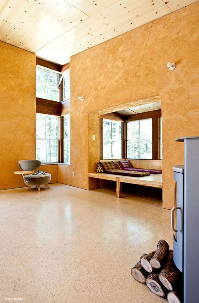 off-the-grid-strawbale-cabin-2