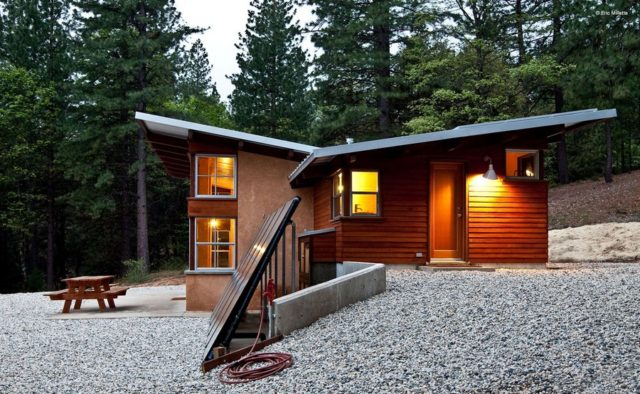 off-the-grid-strawbale-cabin-4