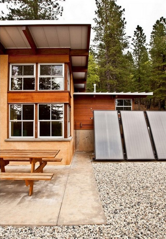 off-the-grid-strawbale-cabin-7
