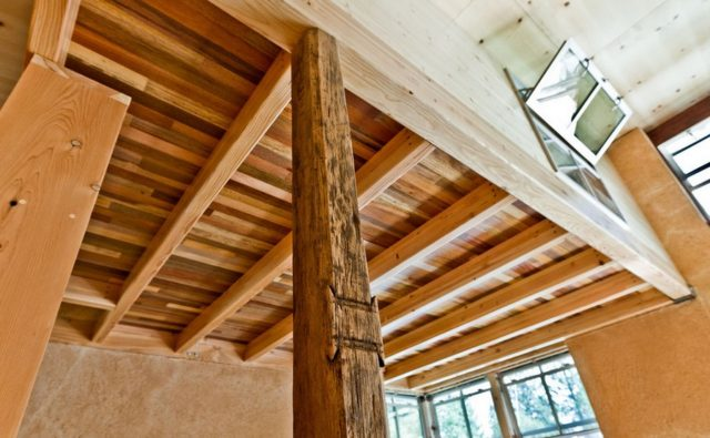 off-the-grid-strawbale-cabin-8