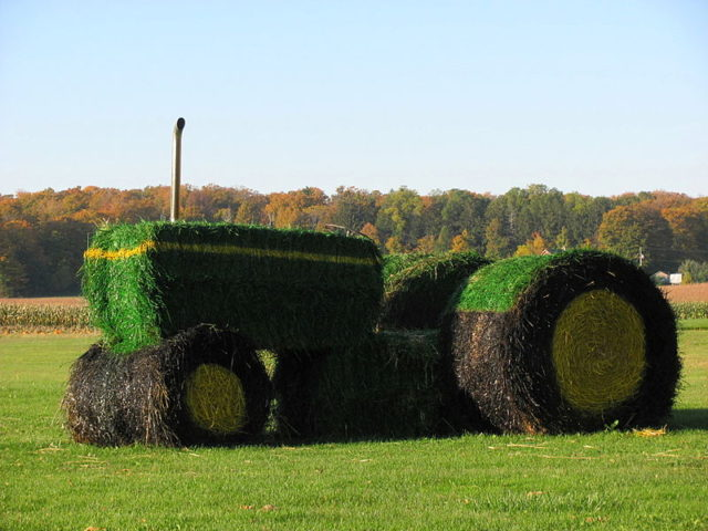 ideas-made-out-of-bales-of-hay-4